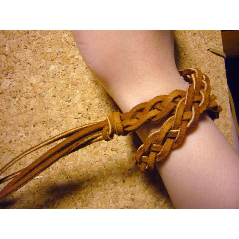 《作り方 手作り》超簡単!革ひもブレス 簡単!ミサンガの作り方  ブレスレットの作り方・ブレスレットの編み方まとめ・手作りブレスレットの作り方・アクセサリー